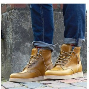 Timberland tan leather boots. size 9.5.